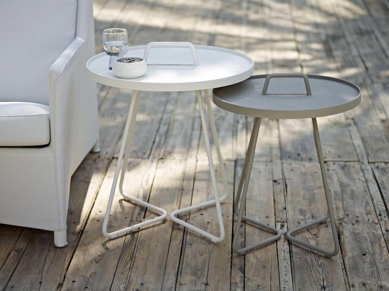 Siro ja helposti siirreltävä alumiinirakenteinen On-the-move-pöytä on muodostumassa klassikoksi. Kuva: Cane-line Turun Kruunukaluste